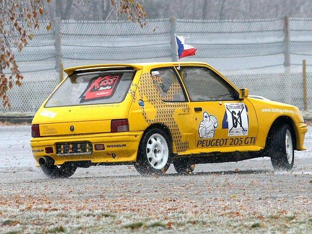 Při jedenáctém ročníku Rallye Show Modřice si řidiči mimo jiné vyzkoušeli jízdu na ledě.