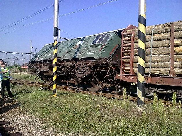 Vykolejený vagon v brněnských Maloměřicích.