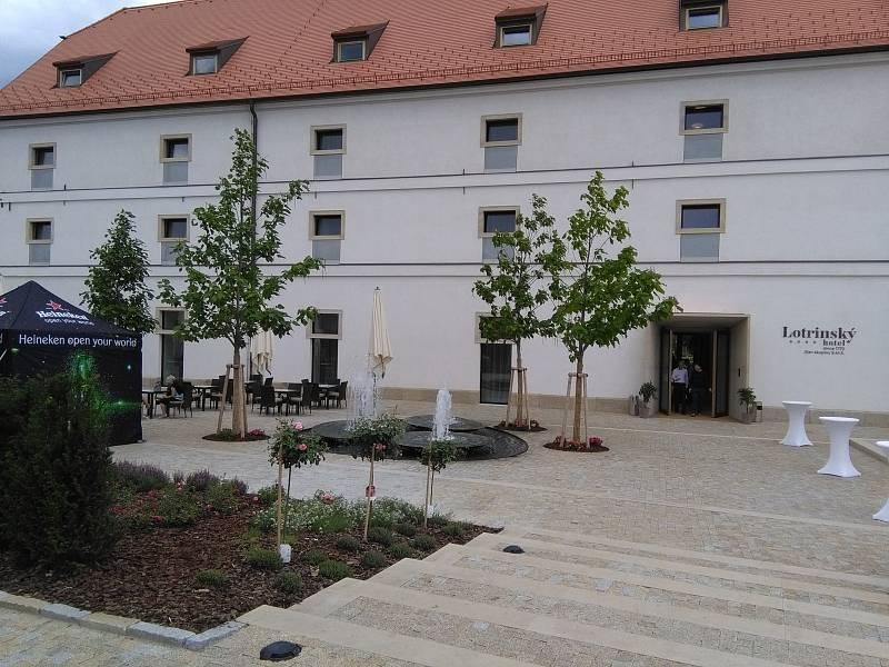 Pozdně barokní sýpka vystavěná v letech 1770-1780 ve Velkých Pavlovicích. Dnes bývalá sýpka slouží jako hotel. Zrestaurovaná byly všechny památkově hodnotné prvky.