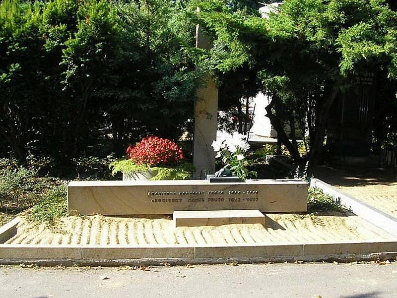 Bohuslava Fuchse v Brně připomínají funkcionalistické stavby a pomník v Lipové ulici.