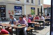 V Ivančicích o víkendu lidé ochutnávali speciality s chřestem. Nechyběla ani chřestová zmrzlina, limonáda či pivo a kvalitní vína místních vinařů.