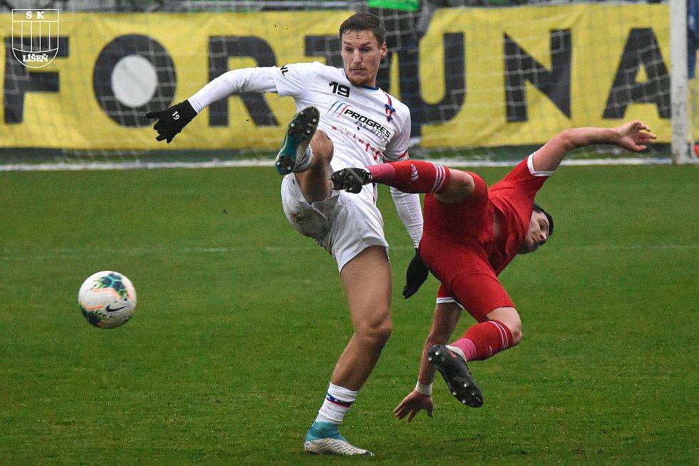 Fotbalová FORTUNA:NÁRODNÍ LIGA: Líšeň (bílá - Ondřej Ševčík) - Vyšehrad.