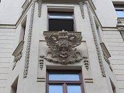Po sto letech se na dům v Orlí 7 v Brně vrací orlice.