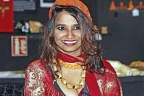 Výstavu unikátních obrazů malovaných menstruační krví a mužským spermatem představila ve čtvrtek odpoledne v brněnské Olympia Show Hall indická umělkyně Papia Ghoshal.