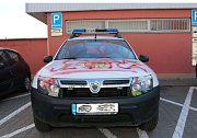 Počmárané auto šlapanických strážníků.