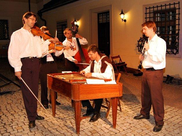 Složení muziky Prespoľan se po mnohých obměnách ustálilo v roce 1999.