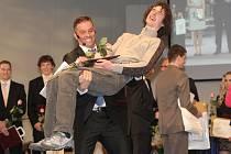 Přišel v dresu svého nového rakouského klubu, ale pak se převlékl do padnoucího obleku, dostal mikrofon a ujal se nové role. Bývalý prvoligový fotbalista Petr Švancara se při vyhlášení Sportovce Jihomoravského kraje roku 2014 představil jako moderátor.