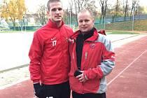 Brankář brněnských fotbalistů Václav Hladký s kondičním trenérem Zbrojovky Janem Cackem.