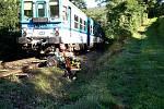 Osobní vlak srazil ve středu ráno auto na železničním přejezdu v Ivančicích. Řidička vozu zemřela.