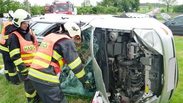 Pět zraněných lidí. Takový je výsledek nedělní odpolední nehody dvou aut v Davídkově ulici v brněnských Chrlicích.