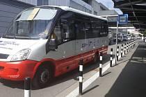 Nový autobus, který bude vozit pacienty po areálu bohunické nemocnice