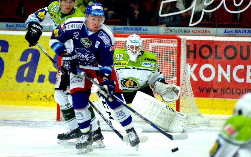 Brněnští hokejisté si v neděli prohráli zápas po hrubých individuálních chybách a v oslabení. V šestnáctém kole extraligy rozhodly domácí Karlovy Vary o své výhře 5:3 především čtyřmi brankami ve druhé třetině.