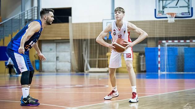 Petr Křivánek si poprvé v kariéře zahrál play-off nejvyšší soutěže. S Basketem bronz nevybojoval, ten naopak získal starší z bratří Křivánků Jan.