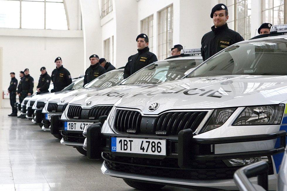 Jihomoravští policisté převzali v pavilonu A brněnského výstaviště nová vozidla.