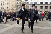 Silly walk 2018. Pochod švihlé chůze brněnským centrem.