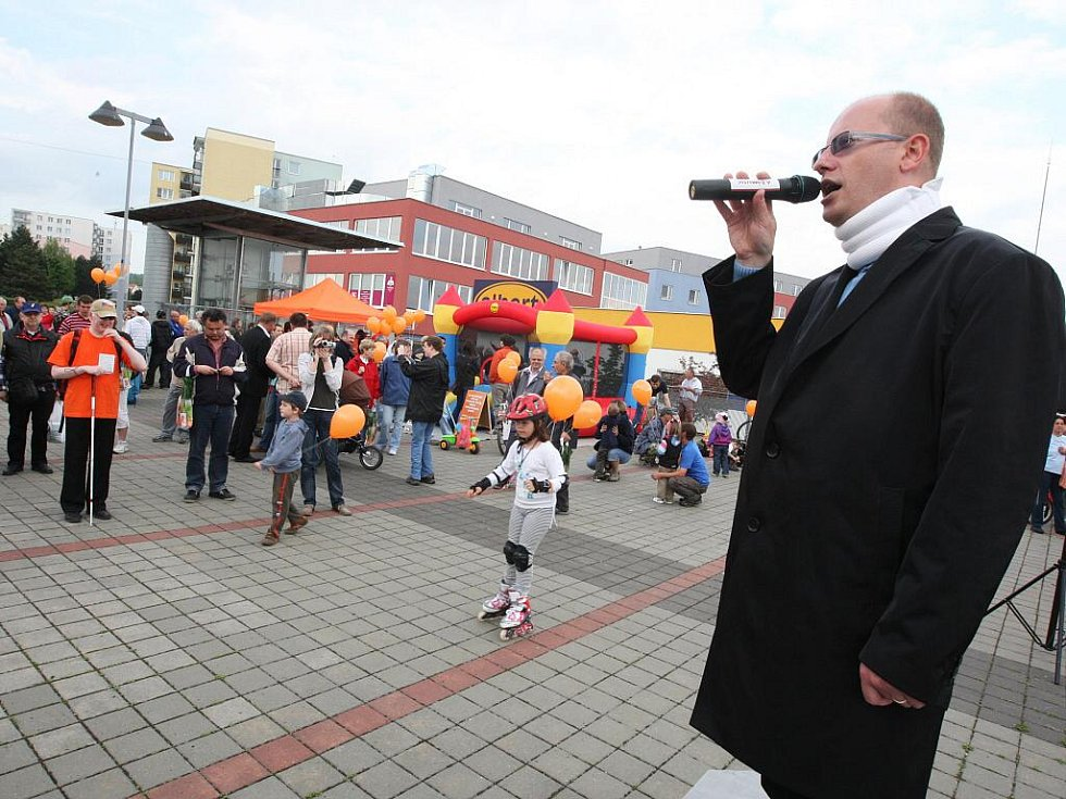 Bohuslav Sobotka při kampani ČSSD v brněnské Líšni.