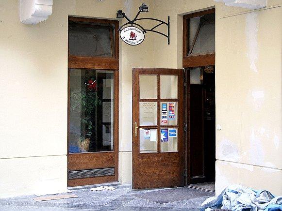 Vchod do restaurace U rudého vola