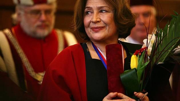 Herečka Emília Vašáryová převzala čestný titul Doctor honoris causa.