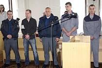 Lukáš Bejdák, Martin Mahr a Jiří Partl u brněnského soudu.