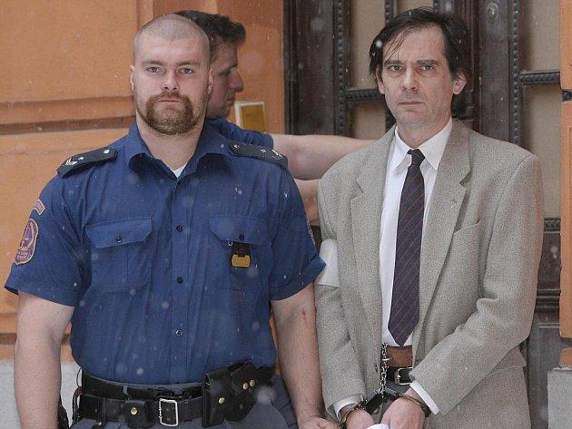 Manžel spisovatelky Simony Monyové Boris Ingr u Krajského soudu v Brně.