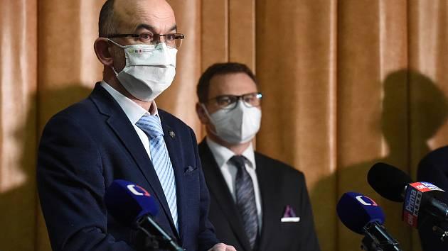 Ministr zdravotnictví Jan Blatný na tiskové konferenci ve Fakultní nemocnici Brno k tématu slučování nemocnic.