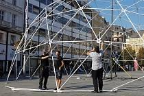 Stavba Ekodómu na náměstí Svobody v Brně jako pozvánka na festival v roce 2018.