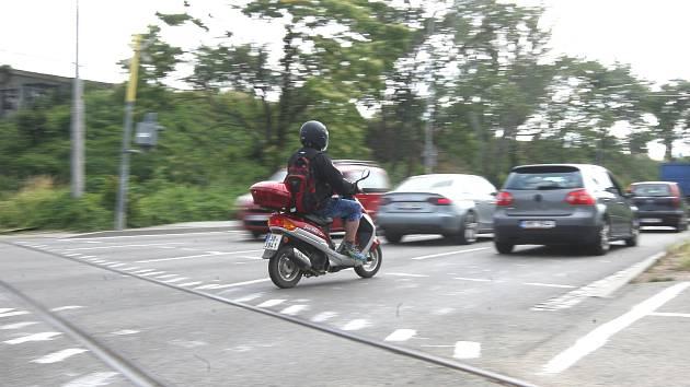 Přejezd pro cyklisty chyběl. Někdo ho natřel bez povolení