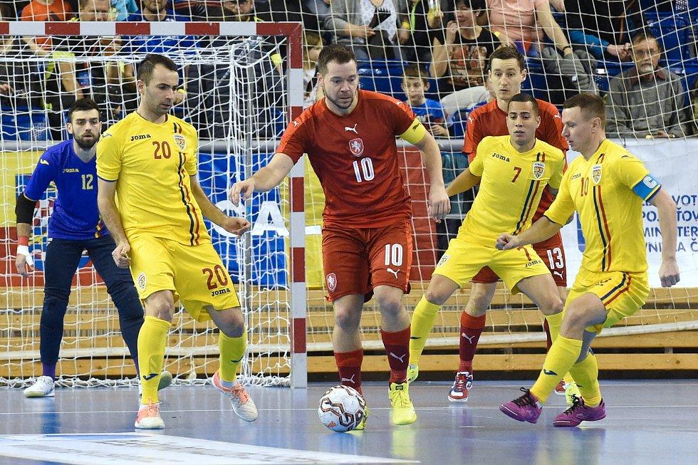Brno 3.2.2020 - kvalifikační turnaj na futsalové MS 2020 - ČR (červená) Rumunsko (žlutá)
