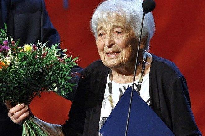 Ve věku dvaadevadesát let zemřela herečka, držitelka Thálie Helena Kružíková.