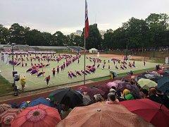 Sokolové přiletěli do Brna. Odhalili desku, prošli se městem a cvičili v dešti.
