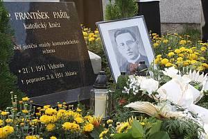Pohřeb kněze Františka Pařila v Heřmanově.