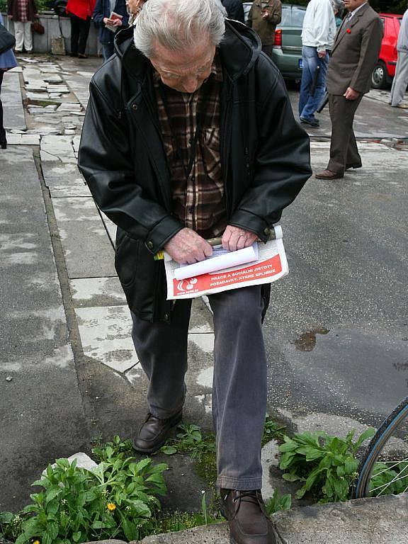 Komunistická strana Čech a Moravy slavila s občany Svátek práce.