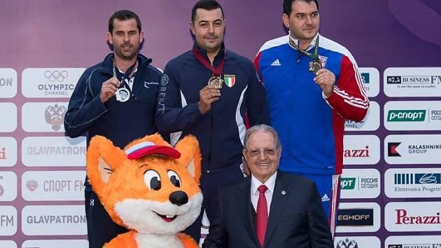 Zleva stříbrný medailista Edward Ling z Velké Británie, zlatý Daniele Resca z Itálie a bronzový Jiří Lipták z České republiky.