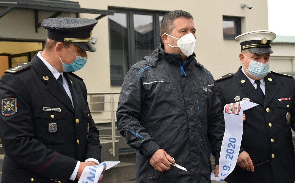 Dálniční policisté mají v Podivíně k dispozici nové zázemí. Slavnostního otevření budovy za čtyřicet milionů se zúčastnili ředitel krajských policistů Leoš Tržil i ministr vnitra Jan Hamáček.