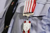 Vedení Brna v úterý předalo vyznamenání brněnským strážníkům.