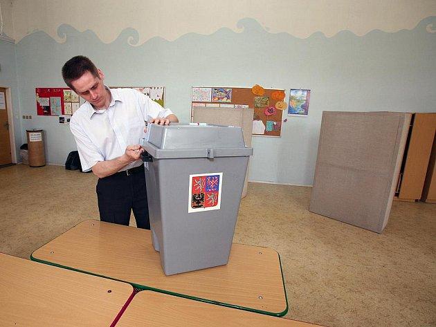 Sčítání volebních lístků. Ilustrační fotografie.