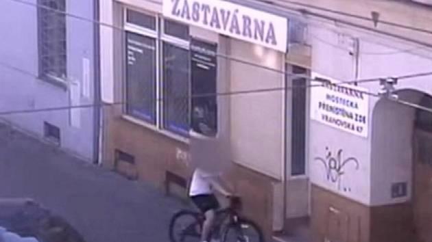 Zloděj na ukradeném kole.