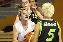 Basketbalové derby ovládly hostující Žabiny. Oproti předchozím zápasům ale vyhrály jen o deset bodů.
