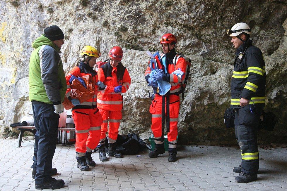 Krajské kolo soutěže záchranářů Jihomoravského kraje Rallye Rejvíz, které se konalo v Moravském krasu na Blanensku.