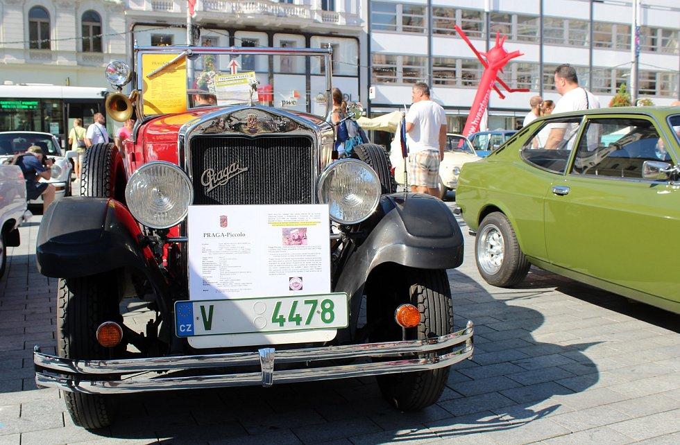 Na brněnském náměstí Svobody se uskutečnilo v sobotu dopoledne defilé a výstava historických vozů městské hromadné dopravy.