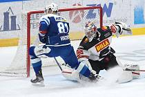 12.1.2021 - domácí HC Kometa Brno v modrém (Tomáš Vincour) proti HC Sparta Praha (Alexander Salák)