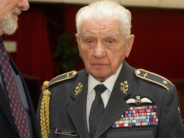 Emil Boček se stal jedním z nejmladších příslušníků britského Královského letectva.