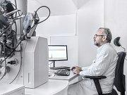 Odborník na forenzní mikroskopii Marek Kotrlý.
