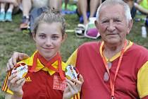 Pravnučka Františka Jursy (vpravo), bývalého závodníka a zakladatele cyklistické Dukly Brno, Dagmar Hejhalová (vlevo) vybojovala na Hrách VIII. letní olympiády dětí a mládeže 2017 tři zlaté a jednu stříbrnou medaili.