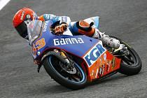 S jedinou českou motorkou v mistrovství světa silničních motocyklů jezdí Nizozemec Jasper Iwema.