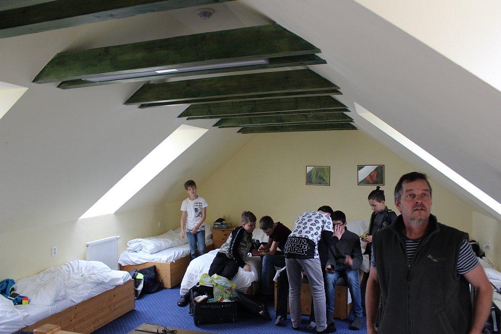 Kaprálův mlýn pro ubytované nabízí řadu různě velkých pokojů.