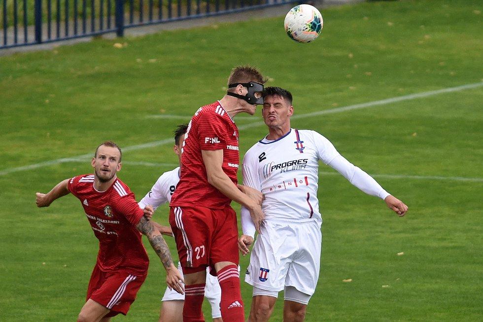 11.7.2020 - domácí SK Líšeň (Jan Silný) v bílém proti FK Fotbal Třinec (David Gáč)