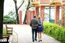 Návštěvníci parku si kvůli krásnému výhledu na Mendlovo náměstí a jih a západ Brna oblíbili velký altán pod hradem Špilberk.