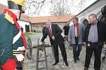 Opravená budova Staré pošty z roku 1785 v Kovalovicích na Brněnsku láká návštěvníky na vojenskou historii regionu. V expozici lidé najdou uniformy, chladné i palné zbraně, ale třeba také vojenské prapory.