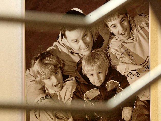 Kalendář Největší zázemí pro dítě je zdravý táta pro rok 2011.